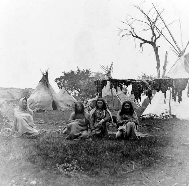 the life and history of the apache tribe The apache tribe was a nomadic group that lived in a large area in southwestern america as well as parts of mexico learn about their politics, society, and culture, as well how they dealt with.